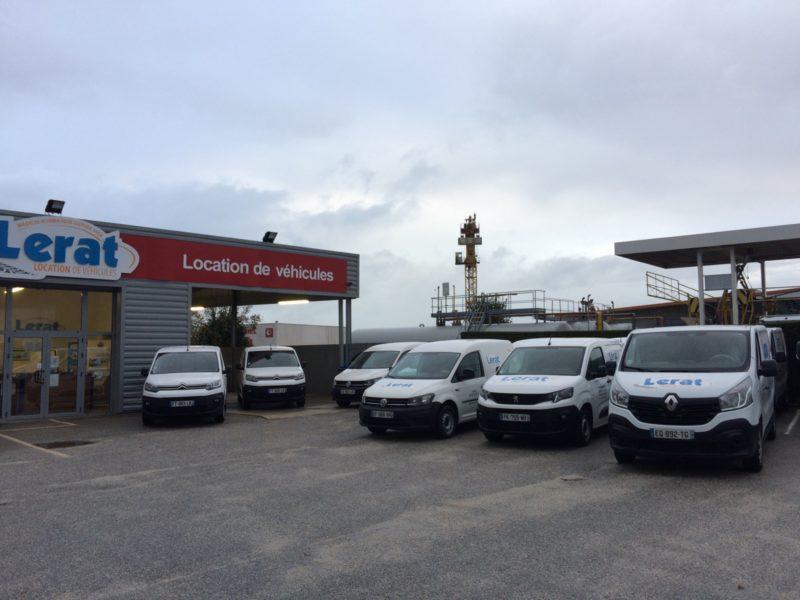 Agence de Cherbourg avec des utilitaires